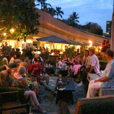 After class mingle at Kukui's, Marriott's beachside/poolside restaurant.